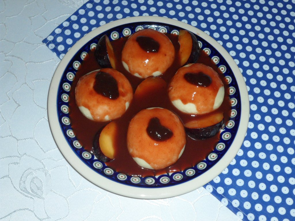 Silesian steamed yeast buns with plum sauce